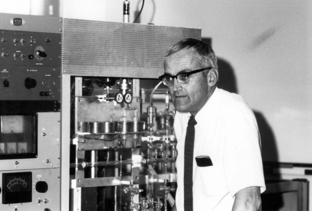 Image of Clair Patterson in his Caltech lab. Courtesy of the Archives, California Institute of Technology